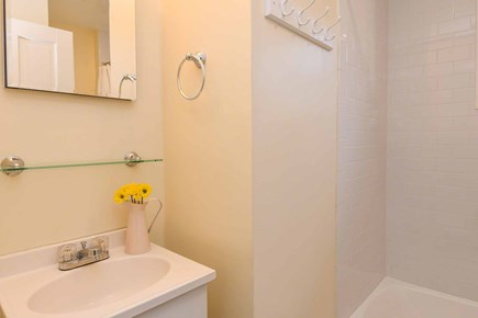 Edgartown Village Martha's Vineyard vacation rental - Shared Bath Has Tub And Shower