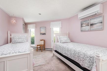 Chappaquiddick, Wasque Point Martha's Vineyard vacation rental - First floor twin bedroom
