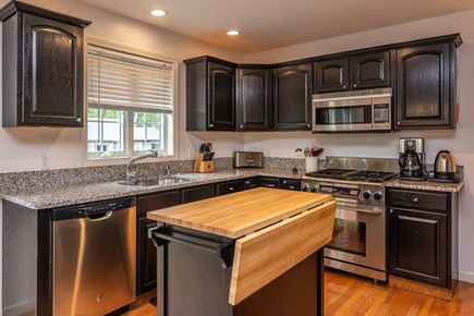 Vineyard Haven Martha's Vineyard vacation rental - Kitchen Has Center Prep Island