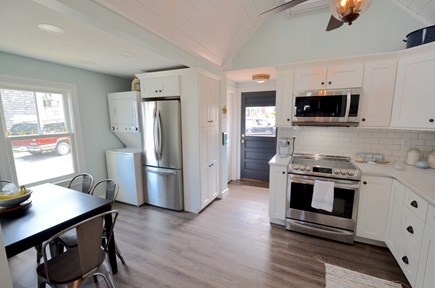 Oak Bluffs Martha's Vineyard vacation rental - Spacious eat in kitchen / washer & dryer