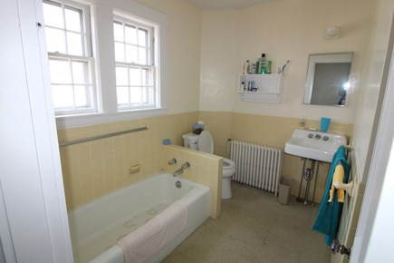 Edgartown, Downtown Martha's Vineyard vacation rental - Full bath 2