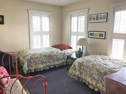 Oak bluffs Martha's Vineyard vacation rental - Bedroom with two twin beds