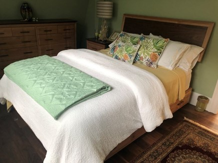 Oak Bluffs Martha's Vineyard vacation rental - Bedroom-Queen with one full size dresser