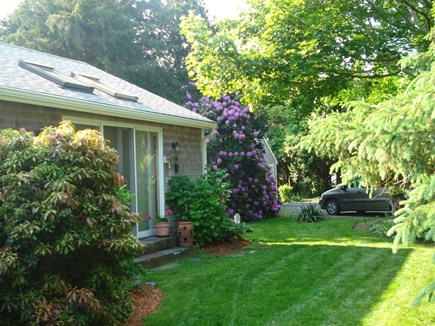 oak bluffs Martha's Vineyard vacation rental - Front Entry and slight view of horseshoe shaped driveway.