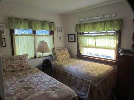oak bluffs Martha's Vineyard vacation rental - Bedroom #2 has two twin-sized beds.