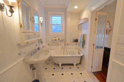 Oak Bluffs Martha's Vineyard vacation rental - First floor bathroom