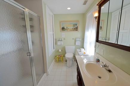 Oak Bluffs Martha's Vineyard vacation rental - Second floor bath