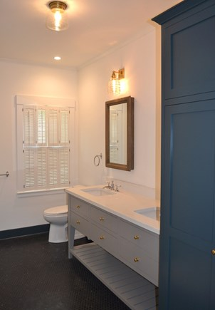 Oak Bluffs Martha's Vineyard vacation rental - First Floor Private Bath