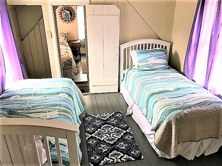Oak Bluffs Martha's Vineyard vacation rental - Twin bedroom upstairs