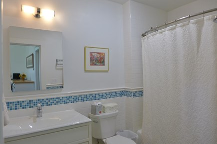 Oak Bluffs Martha's Vineyard vacation rental - 1st Floor Full Bath Combo Shower/ Tub