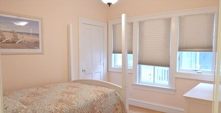 Oak Bluffs Martha's Vineyard vacation rental - First Floor Bedroom with Queen Size Bed