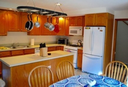 Edgartown Martha's Vineyard vacation rental - Eat-in kitchen with island