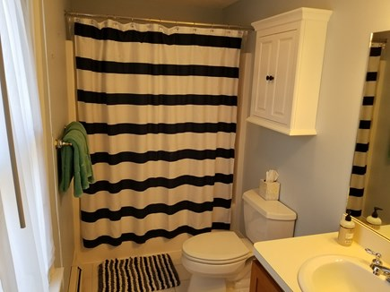 Edgartown, Walking distance to downtown  Martha's Vineyard vacation rental - Upstairs full bath.