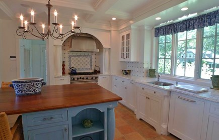 Vineyard Haven, West Chop Martha's Vineyard vacation rental - Kitchen with breakfast bar