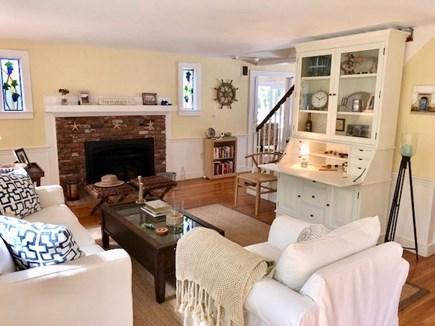Oak Bluffs, Oak  Martha's Vineyard vacation rental - Beachy interior. Listen to your favorite music and relax.