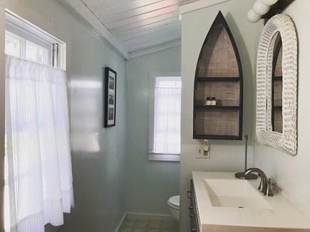 Downtown Oak Bluffs Martha's Vineyard vacation rental - Full bathroom