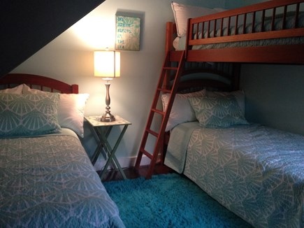 Oak Bluffs Martha's Vineyard vacation rental - Bunk Bed room with extra twin