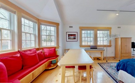 Edgartown Martha's Vineyard vacation rental - Window seat in the bedroom with full beds