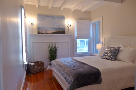 Oak Bluffs Martha's Vineyard vacation rental - 1st Floor Queen suite