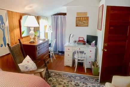 Oak Bluffs Martha's Vineyard vacation rental - Twins with desk upstairs