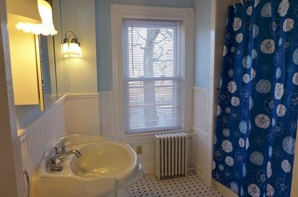 Oak Bluffs Martha's Vineyard vacation rental - 2nd Fl Full bath Tub/Shower Combo