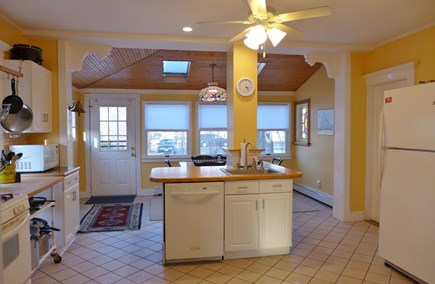 Oak Bluffs Martha's Vineyard vacation rental - Specious kitchen with breakfast table