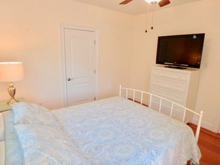 Oak Bluffs Martha's Vineyard vacation rental - First floor Master with brand new Queen bed plus en-suite
