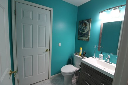 Edgartown Martha's Vineyard vacation rental - Half bath off laundry