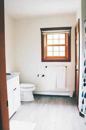 Oak Bluffs, Meadow View Farms Martha's Vineyard vacation rental - 2nd floor bathroom