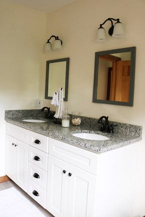 Oak Bluffs, Meadow View Farms Martha's Vineyard vacation rental - 2nd floor bathroom (alt. view)