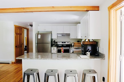 Oak Bluffs, Meadow View Farms Martha's Vineyard vacation rental - Kitchen's breakfast bar