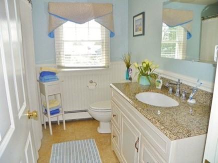 Katama - Edgartown Martha's Vineyard vacation rental - Bathroom - on the first floor near the 2 queen size bedrooms