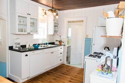 Oak Bluffs, Narragansett Cottage Martha's Vineyard vacation rental - Kitchen