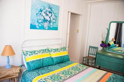 Oak Bluffs, Narragansett Cottage Martha's Vineyard vacation rental - Bedroom 1 (1st floor): 1F, Window seat