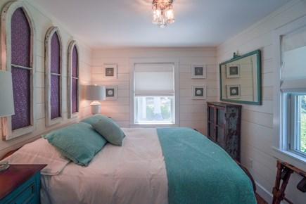 Oak Bluffs Martha's Vineyard vacation rental - Queen Guest 1