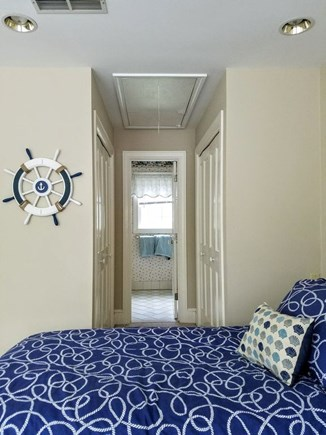 Vineyard Haven Martha's Vineyard vacation rental - Twin bath
