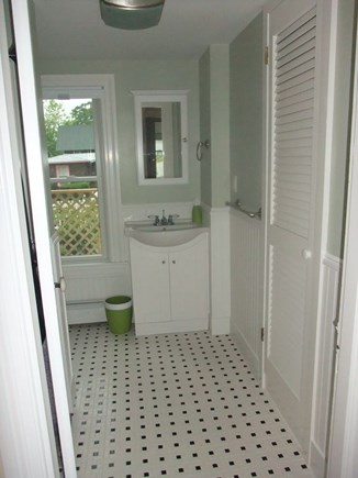 Oak Bluffs Martha's Vineyard vacation rental - Downstairs Full Bathroom