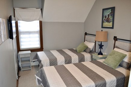 Oak Bluffs Martha's Vineyard vacation rental - Third bedroom with twin beds that can convert to a king