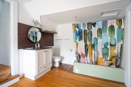 Oak Bluffs, Historic Copeland District Martha's Vineyard vacation rental - Second floor bathroom