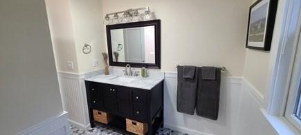 Oak Bluffs Martha's Vineyard vacation rental - Second-floor full bathroom.