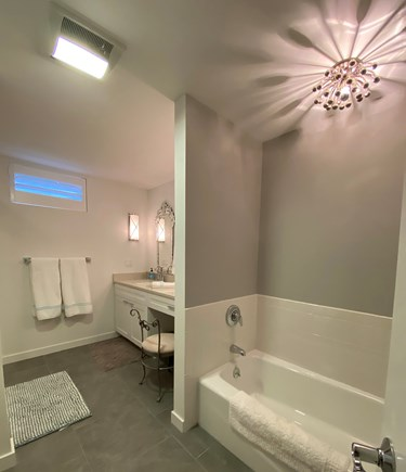 Oak Bluffs Martha's Vineyard vacation rental - Bathroom