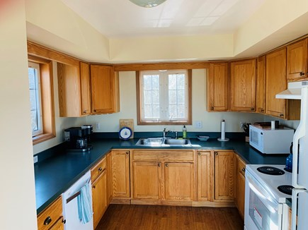 Aquinnah, Tashtego's Tree House Martha's Vineyard vacation rental - Kitchen
