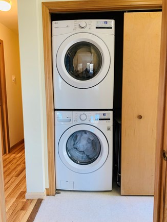 Aquinnah, Tashtego's Tree House Martha's Vineyard vacation rental - New washer and dryer