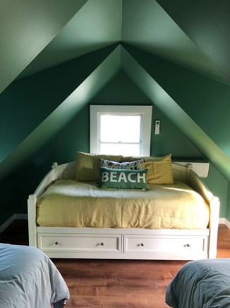 Oak Bluffs, East Chop Martha's Vineyard vacation rental - Twin bedroom (2 twins + daybed with drawer space - sleeps 3)
