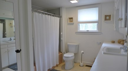 Oak Bluffs Martha's Vineyard vacation rental - Full bath tub/shower combo