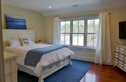 Oak Bluffs Martha's Vineyard vacation rental - 2nd Fl Queen en-suite