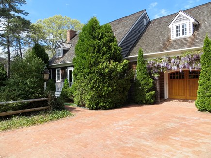 85 Martha's Rd. Edgartown Martha's Vineyard vacation rental - Driveway to house. Parking for 3 cars.