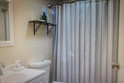 Katama-Edgartown Martha's Vineyard vacation rental - Hall Bath with tub/shower first floor