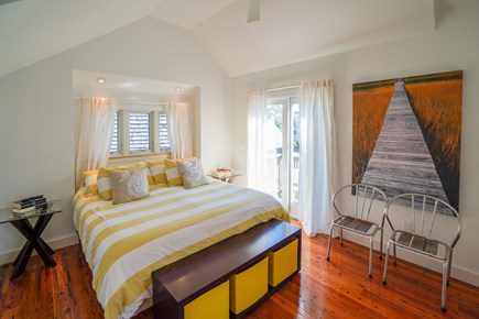 Oak Bluffs, #CozyBluffs Martha's Vineyard vacation rental - Master bedroom, Cal King bed and air conditioning