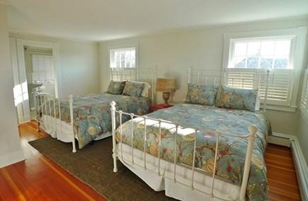 Oak Bluffs Martha's Vineyard vacation rental - 2nd Fl 2 Queens Ensuite